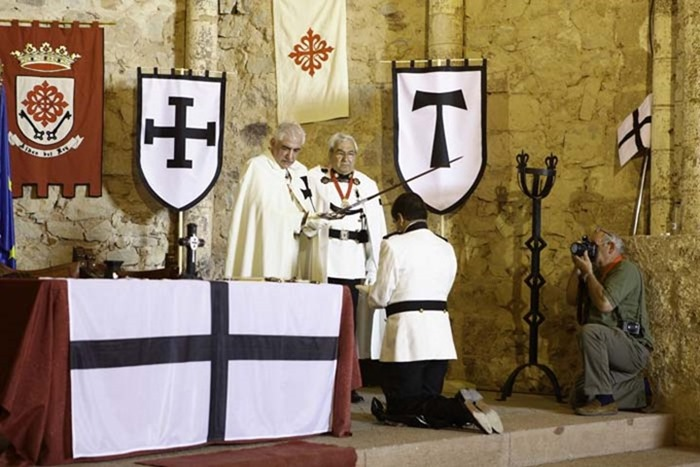 0 Momento en el que un miembro de la Orden Teutónica de España era investido nuevo caballero