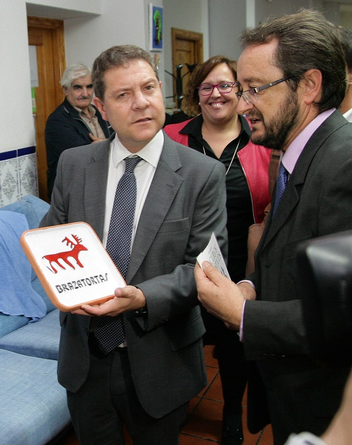 El presidente de la región fue obsequiado con el emblema turístico torteño