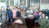 Escolares de quinto de Primaria visitan las instalaciones de Radio Castillo de Calatrava y recorren el resto de dependencias consistoriales de Aldea del Rey