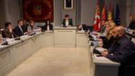 La corporación de Alcázar de San Juan aprobó por unanimidad conceder las distinciones como hijo predilecto e hijo adoptivo a Julio Maroto y José Candel por su contribución a la educación en Alcázar