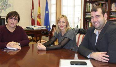 La nueva alcaldesa de Santa Cruz de Mudela solicita ayuda a la Junta de Comunidades para acometer varios proyectos municipales