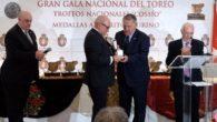 Mucha emoción y satisfacción en el acto de entrega de la Medalla al Mérito Taurino en Madrid al Club Taurino 'Almodóvar'