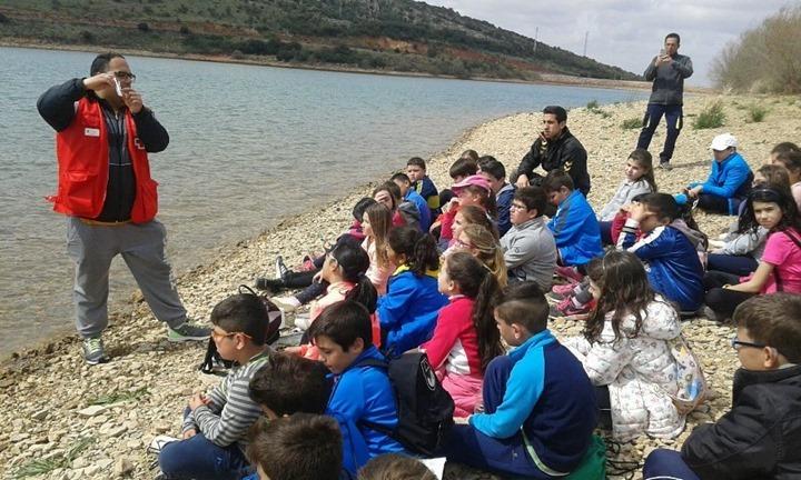 Cruz Roja charla en el pantano de Vallehermoso