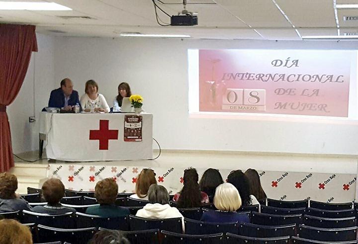 Desde la mesa intervinieron, de izquierda a derecha, Paco Real, Mercedes Espinosa y Laura Mañas
