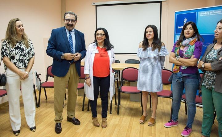 Reunión del Consejero de Sanidad Jesús Fernández Sanz con el equipo de Cuidados Paliativos del Complejo Hospitalario de Toledo (Foto: Carlos Monroy//JCCM)