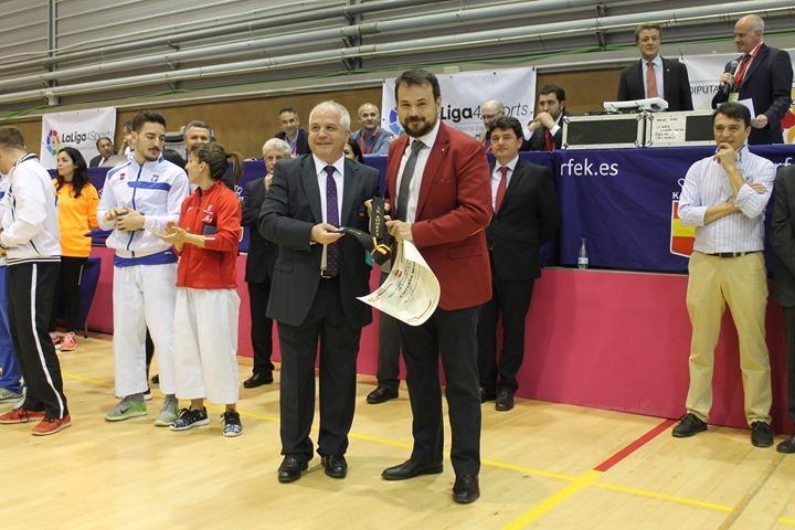 Reconocimiento de la Real Federación de Karate a Juan Ramón Amores