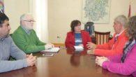 El alcalde de Retuera del Bullaque analiza con la delegada de la Junta diferentes proyectos de sanidad, depuración de aguas y vivienda
