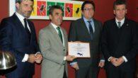 El Colegio de Veterinarios de Ciudad Real entrega a Almodóvar el premio al mejor festejo taurino de 2.016