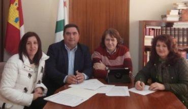 Espinosa analiza con el alcalde de Carrizosa los proyectos de empleo y formación que ofrece el Gobierno de Castilla-La Mancha