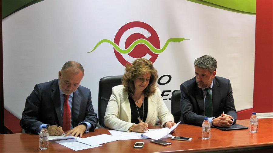 Firma convenio, alcaldesa y director general Cofares