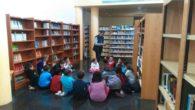 Cuentacuentos, visita a la Biblioteca y una representación teatral para celebrar el Día del Libro en Porzuna