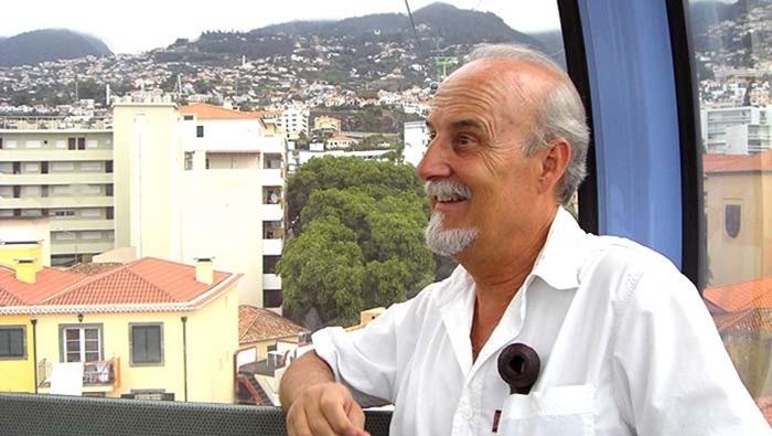 El poeta y escritor Miguel Galanes 01