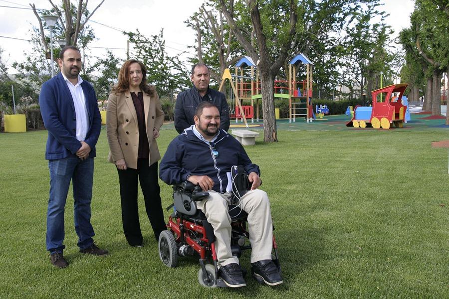 Integrantes del equipo de Gobierno, junto a la alcaldesa, este viernes en el Parque 'Ortega y Gasset'