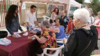 El Ayuntamiento de Argamasilla de Calatrava inició ayer en el mercadillo semanal una campaña específica dirigida a personas mayores para la prevención del calor