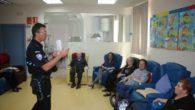 El Servicio de Estancias Diurnas de Miguelturra acoge una charla de la policía sobre agresión y engaño a personas mayores