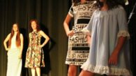 Los cursos de confección y bailes de la UP de La Solana exhibieron sus trabajos