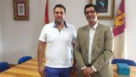 Caballero traslada el apoyo de la Diputación de Ciudad Real al nuevo alcalde de Hinojosas de Calatrava, Alberto Fernández