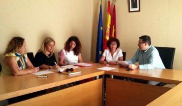 El alcalde de Terrinches se reúne con Carmen Pimienta tras la apertura del Centro de la Mujer de la localidad