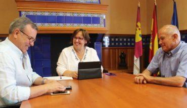 Olmedo conoce de primera mano las necesidades de Villamanrique dentro de la ronda de contactos con los alcaldes de la provincia