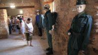 Un centenar de personas asiste en el Palacio de la Clavería a la apertura de las muestras de armas templarias y uniformidades de la Benemérita