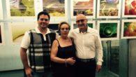 David Triguero visita en Corral de Calatrava la exposición fotográfica de Matilde Gómez Velázquez