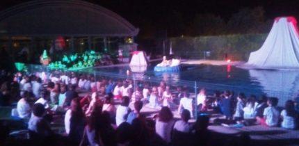 """El espectáculo teatral acuático """"La Sirenita"""" arrasó el La Solana"""