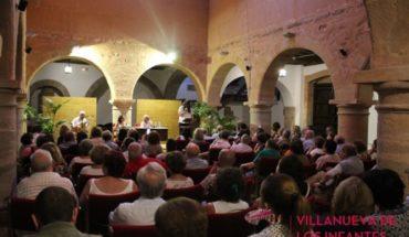 La Universidad Libre de Infantes celebra la Fiesta de la Poesía completando el aforo de la Casa de Cultura-Alhóndiga