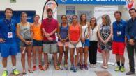 Raquetazos solidarios en Puertollano de Uniuso Tennis y E.Leclerc con donación de alimentos al Centro de Transeúntes