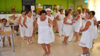 Una animada fiesta ibicenca tiñe de blanco la apertura de la III Semana del Mayor de Almodóvar del Campo