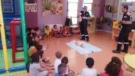 Voluntarios de Protección Civil participan en las actividades de la Ludoteca de Manzanares