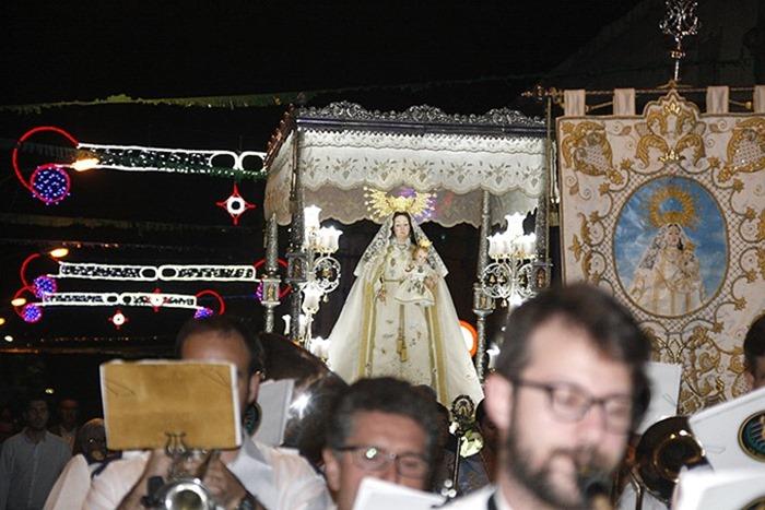 Agrupación Musical de Argamasilla de Calatrava con la Virgen del Socorro