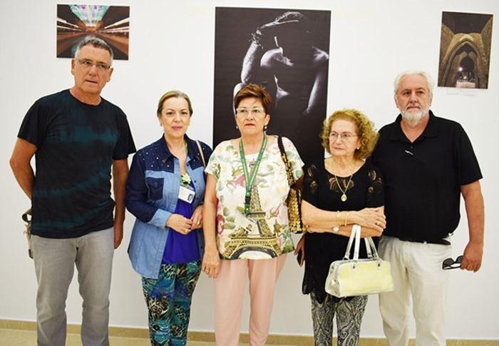 Ventura Huertas junto a miembros de la AECC de Puertollano y el editor Julio Criado