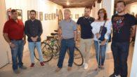 Inaugurada una interesante exposición en torno al mundo de la bici en Tomelloso