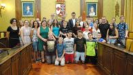 El alcalde de Valdepeñas recibió a alumnos ingleses de intercambio con el IES Bernardo Balbuena