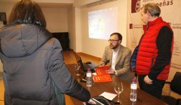 El libro editado por Ediciones C&G 'El ferrocarril en la provincia de Ciudad Real' de Daniel Marín Arroyo, fue analizado en profundidad en el XIII Ciclo de Conferencias 'Valdepeñas y su Historia'