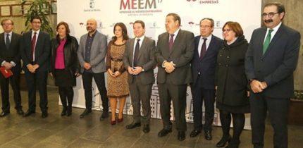 El presidente regional ha anunciado la próxima ampliación de la residencia de mayores 'Los Jardines' de Manzanares