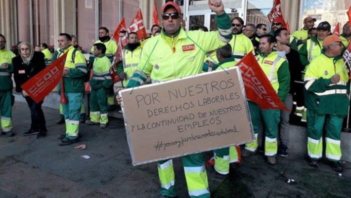 Los jardineros de Ciudad Real se concentran ante el Ayuntamiento e iniciarán el viernes una huelga indefinida ante la incertidumbre sobre su futuro laboral a partir del 1 de enero